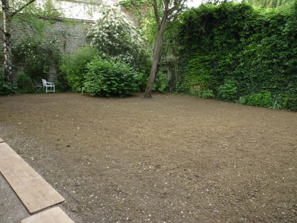 Engazonnement jardins de bourgogne for Recherche entretien jardin